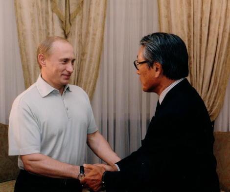 プーチンと握手.jpg